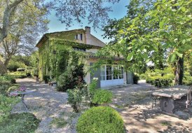 Villa in Lagnes, the South of France