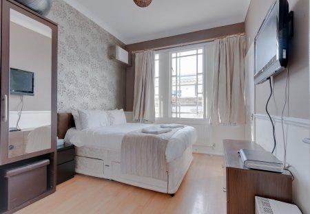 Apartment in Queen'S Park, England