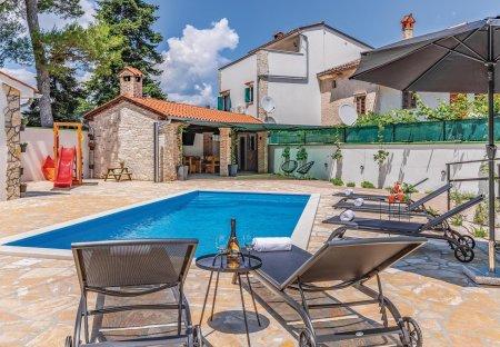 Villa in Cukrići, Croatia