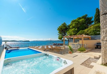 4 bedroom Villa for rent in Orebic