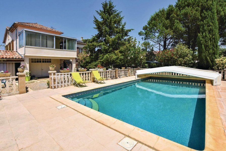Villa in Caumont-sur-Durance, South of France