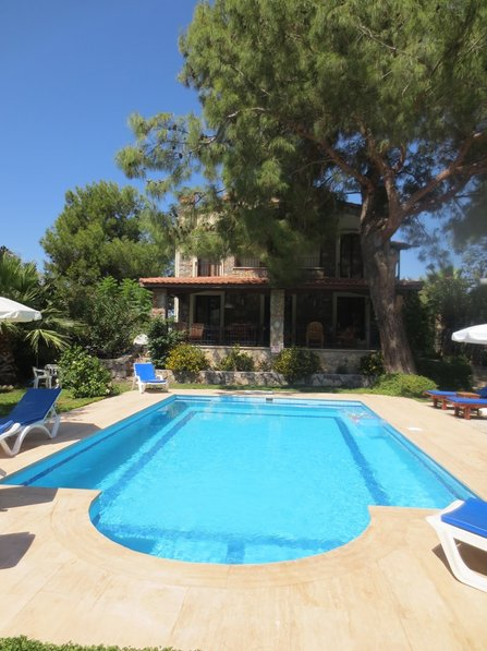 Villa in Turkey, Olu Deniz: full view of pool and house