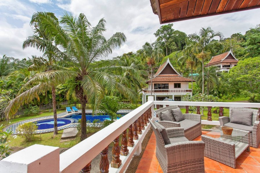 VILLA WITH TERRACE NEAR KAMALA BEACH