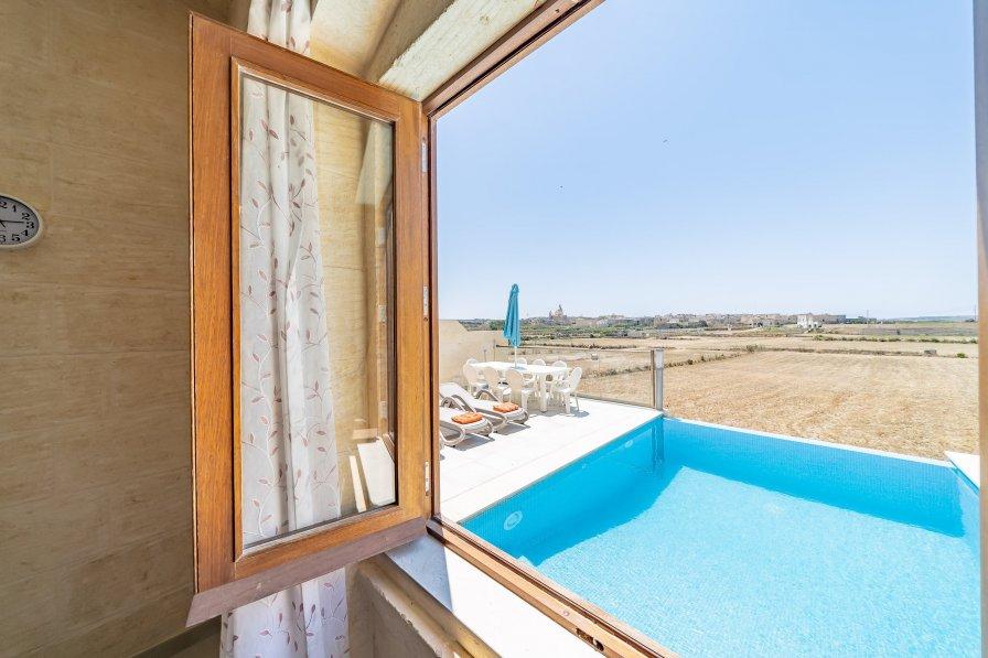 Villa in Malta, Birbuba
