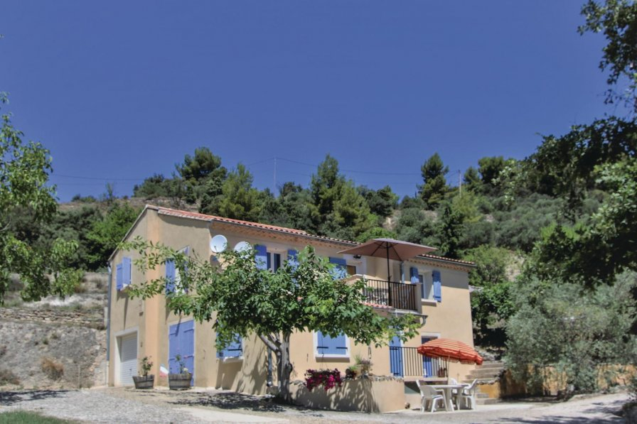 Mormoiron holiday villa rental with swimming pool