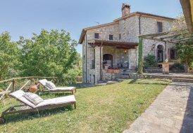 Villa in Izzalini, Italy