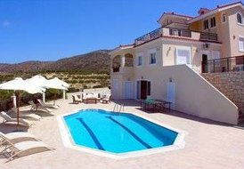 8 guest villa in Gouves