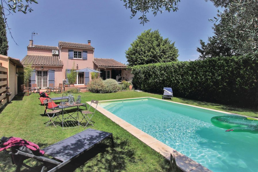 Caumont-sur-Durance holiday villa rental