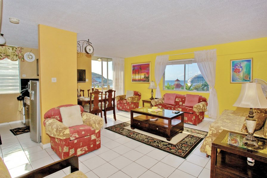 Owners abroad SEAVIEWS, 2 MINS TO BEACH, BALCONY, King Bed, 1 Bdrm, (TBT17A)