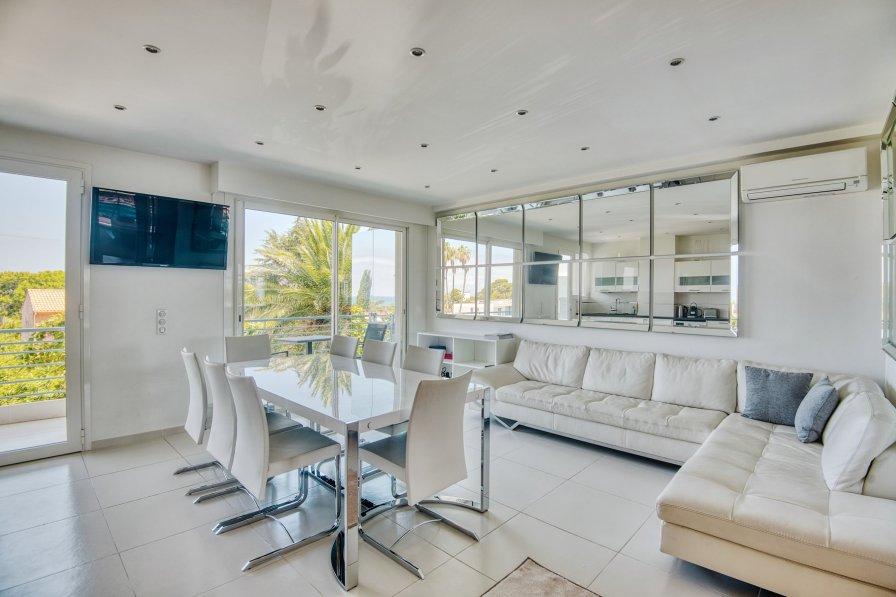 LUXURIOUS 2BD APARTMENT W/SEAVIEW IN CAP D'ANTIBES