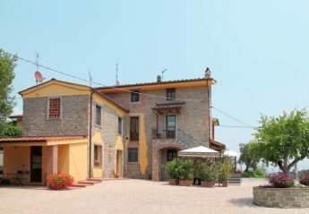 6 bedroom Villa for rent in Pescia