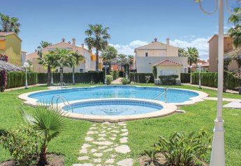 2 bedroom Villa for rent in Oliva