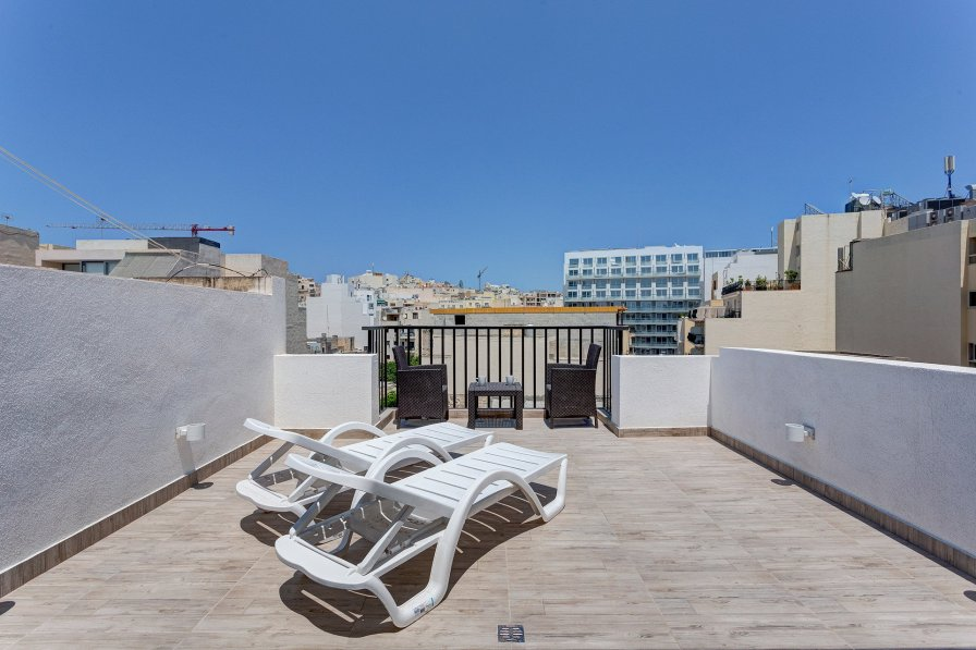 Owners abroad Cosy 1BR Penthouse with Terrace, Great Location
