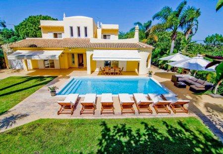 Villa in Ferrarias, Algarve