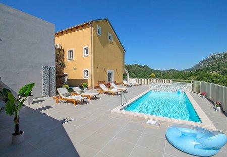 Villa in Smolonje, Croatia