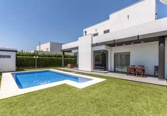 4 bedroom Villa for rent in Oliva