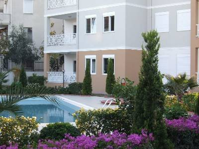 Apartment in Turkey, Manavgat: Step outside to the pool and garden
