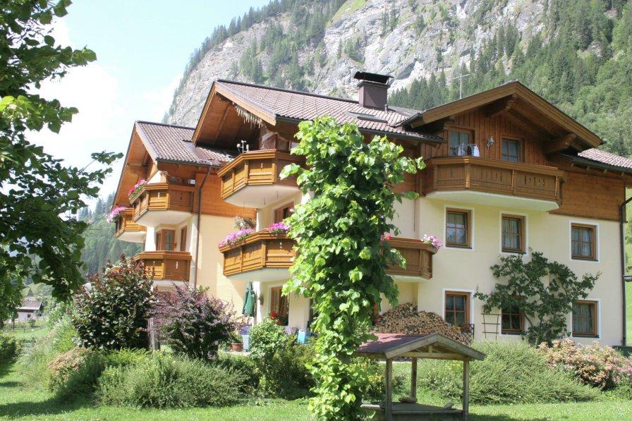 House in Austria, Karteis