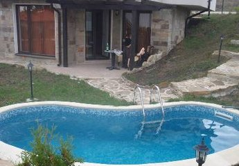 Apartment in Bulgaria, North Sunny Beach: private plunge pool beside apartmens patio area