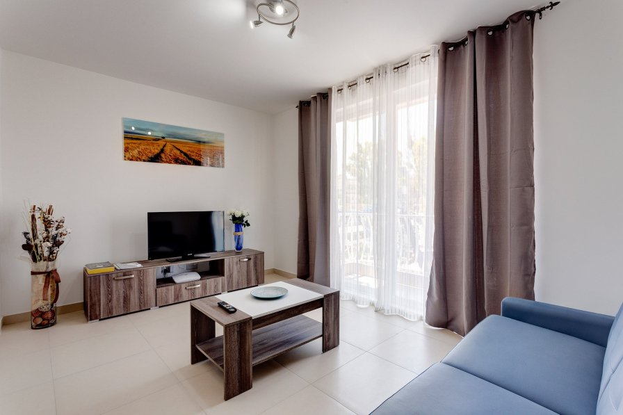 Owners abroad Modern 1BR Apartment in a Central Location