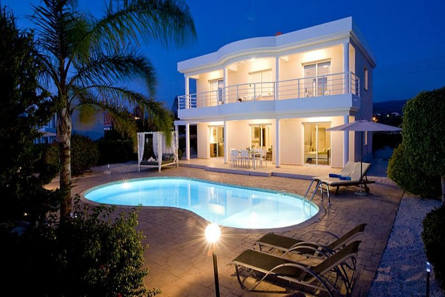 Villa in Cyprus, Agios Georgios: Villa at Night