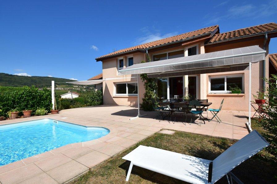 Villa in France, Leynes