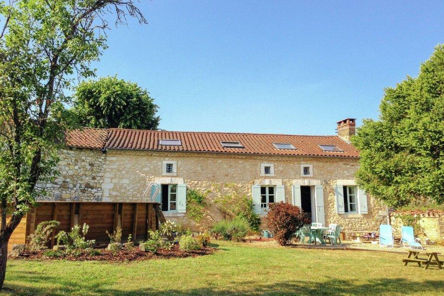Owners abroad La Navoie
