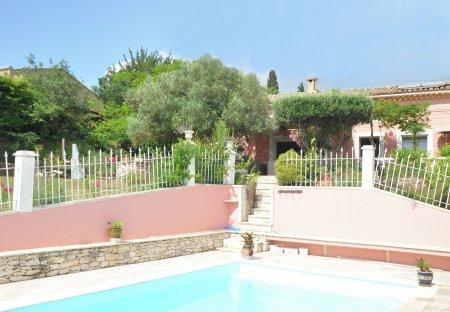 Villa in Rochefort-du-Gard, the South of France