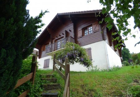 Chalet in Saint-Maurice-sur-Moselle, France