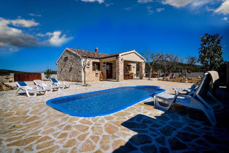 House in Croatia, Budak