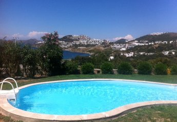 Villa in Turkey, koyunbaba: The 2nd swimming pool at Little Valley with views towards the sea