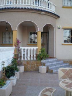 House in Spain, Urb el Raso: Front Porch