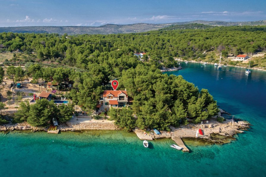 Villa in Croatia, Milna
