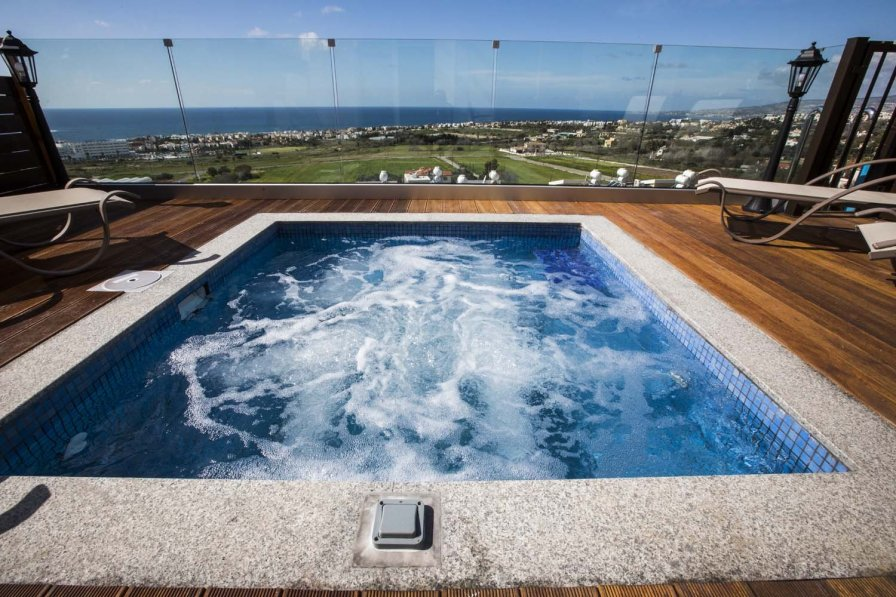 Owners abroad Diamond 17. 3 bedroom property with private hot tub Jacuzzi.