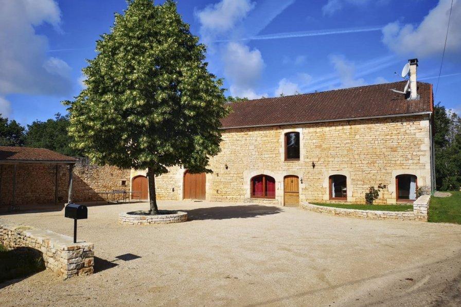 Owners abroad La Grange En Pierre