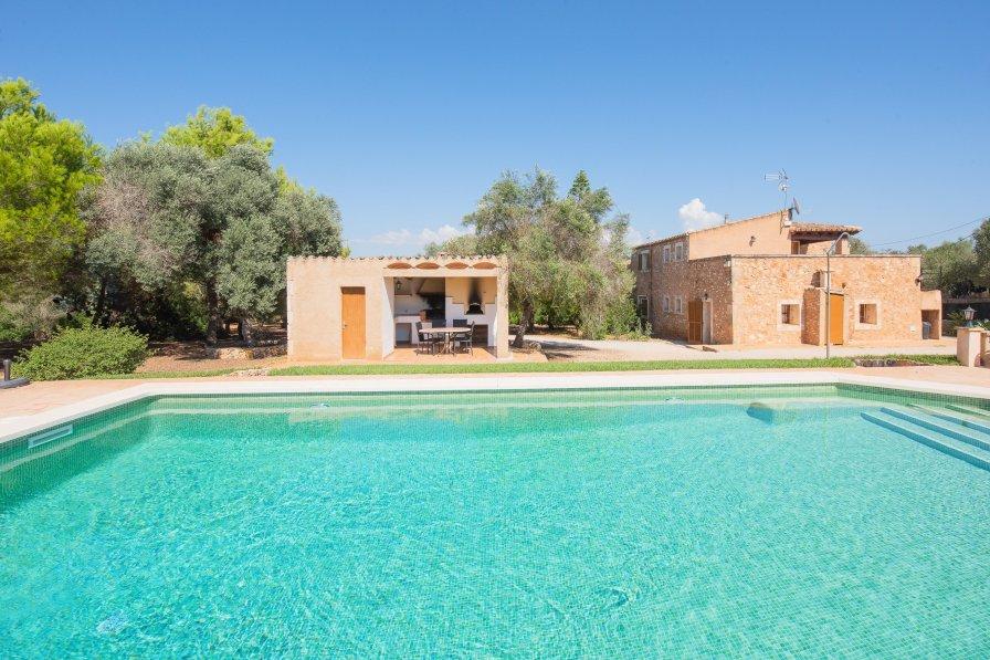 Farm house in Spain, Campos
