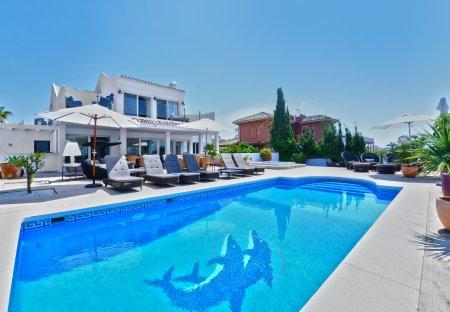 Villa in Urbanizacion Chapas, Spain