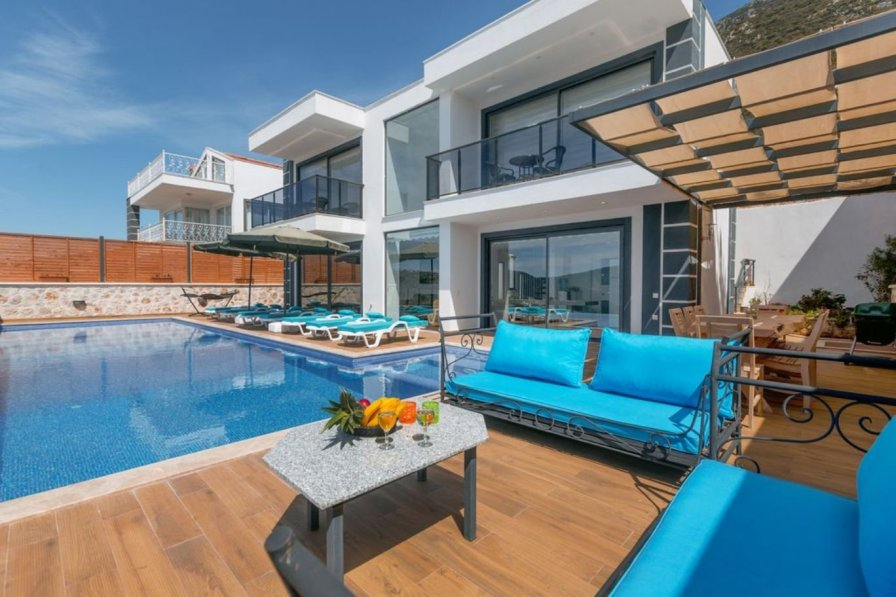 Owners abroad Superior 4 bedroom villa - Gym,Games room & stunning sea views