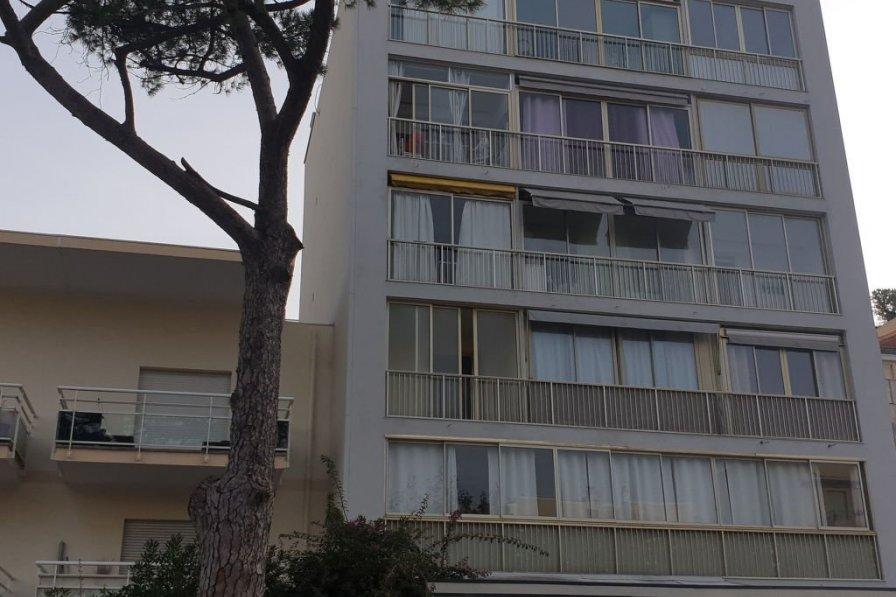 Owners abroad La Brise