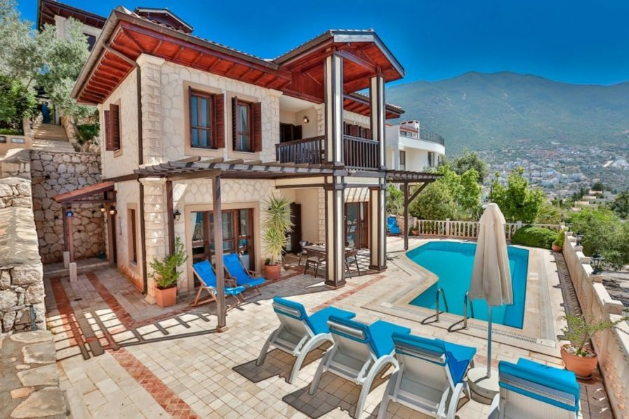 Owners abroad 2 bedroom Villa close to resort centre, private pool & sea views