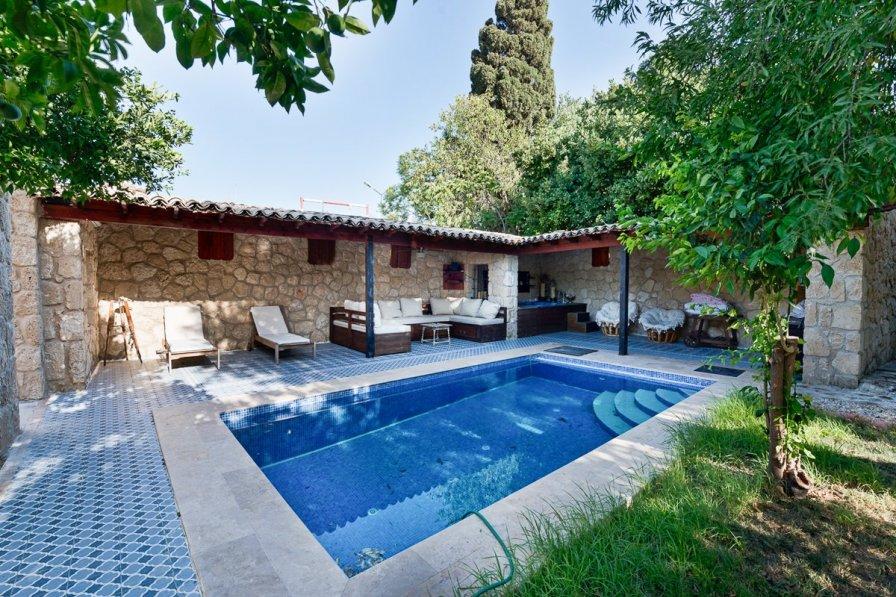 Owners abroad Villa Ezusa