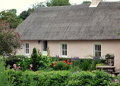 Cottage in Ireland, West Waterford: the half door