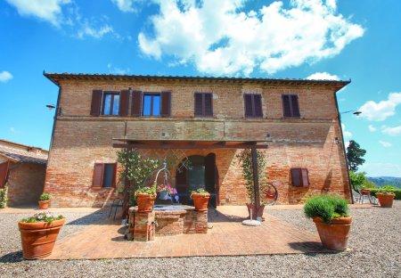 Farm House in Buonconvento, Italy