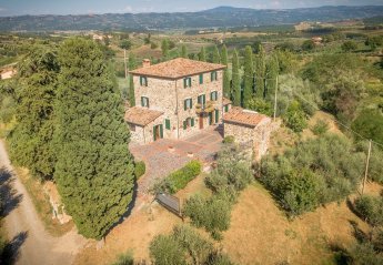 6 bedroom Villa for rent in Cetona