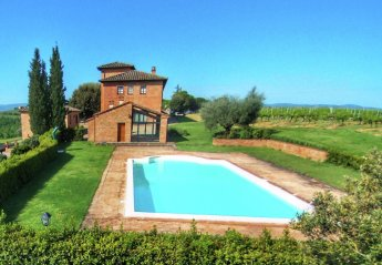 4 bedroom Farmhouse for rent in Montepulciano