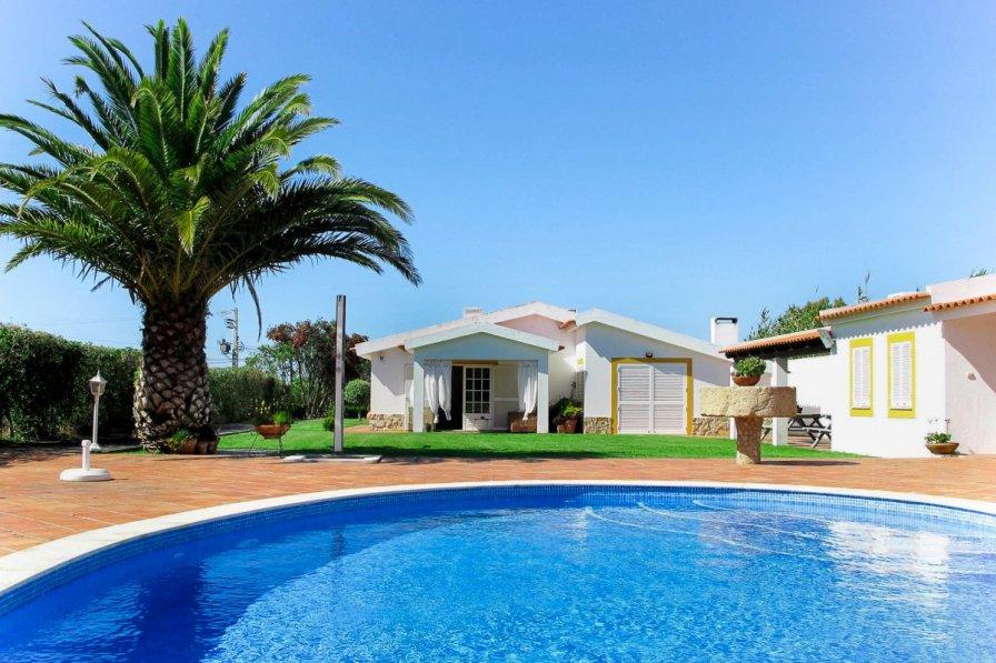 Owners abroad Casa Seruda