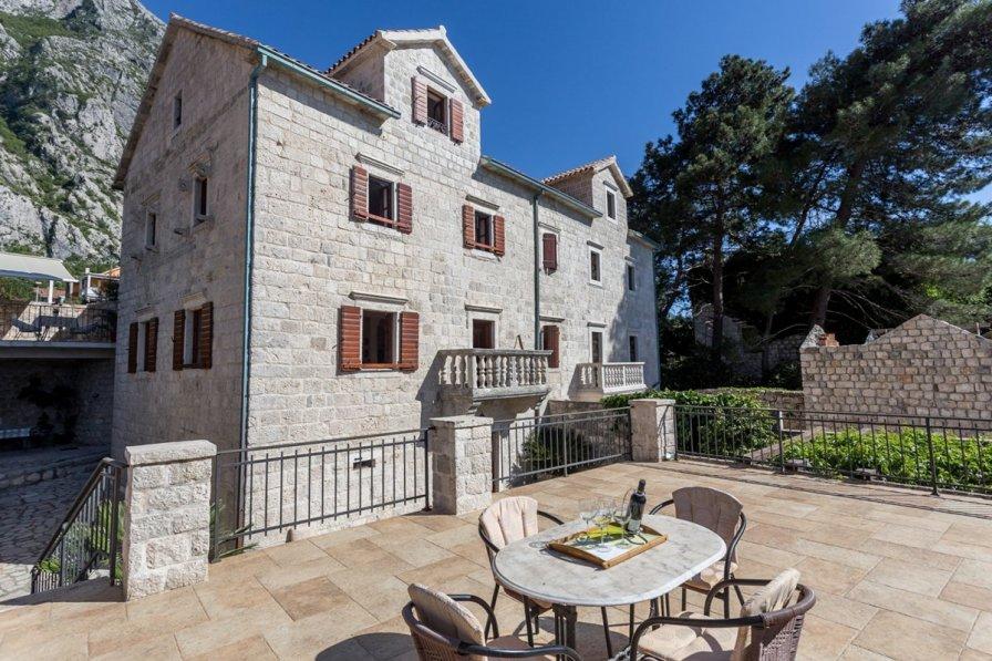 Owners abroad Casa Banja