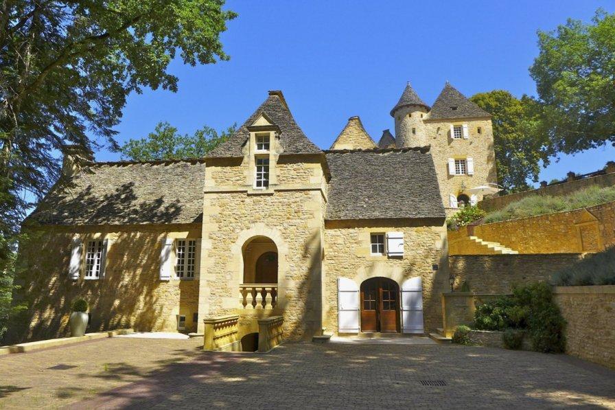 Owners abroad Chateau Des Lauzes