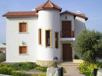 Villa in Cyprus, Alsancak: Picture 1 white tower villa