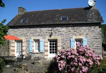 Cottage in France, Mur de Bretagne: The cottage.